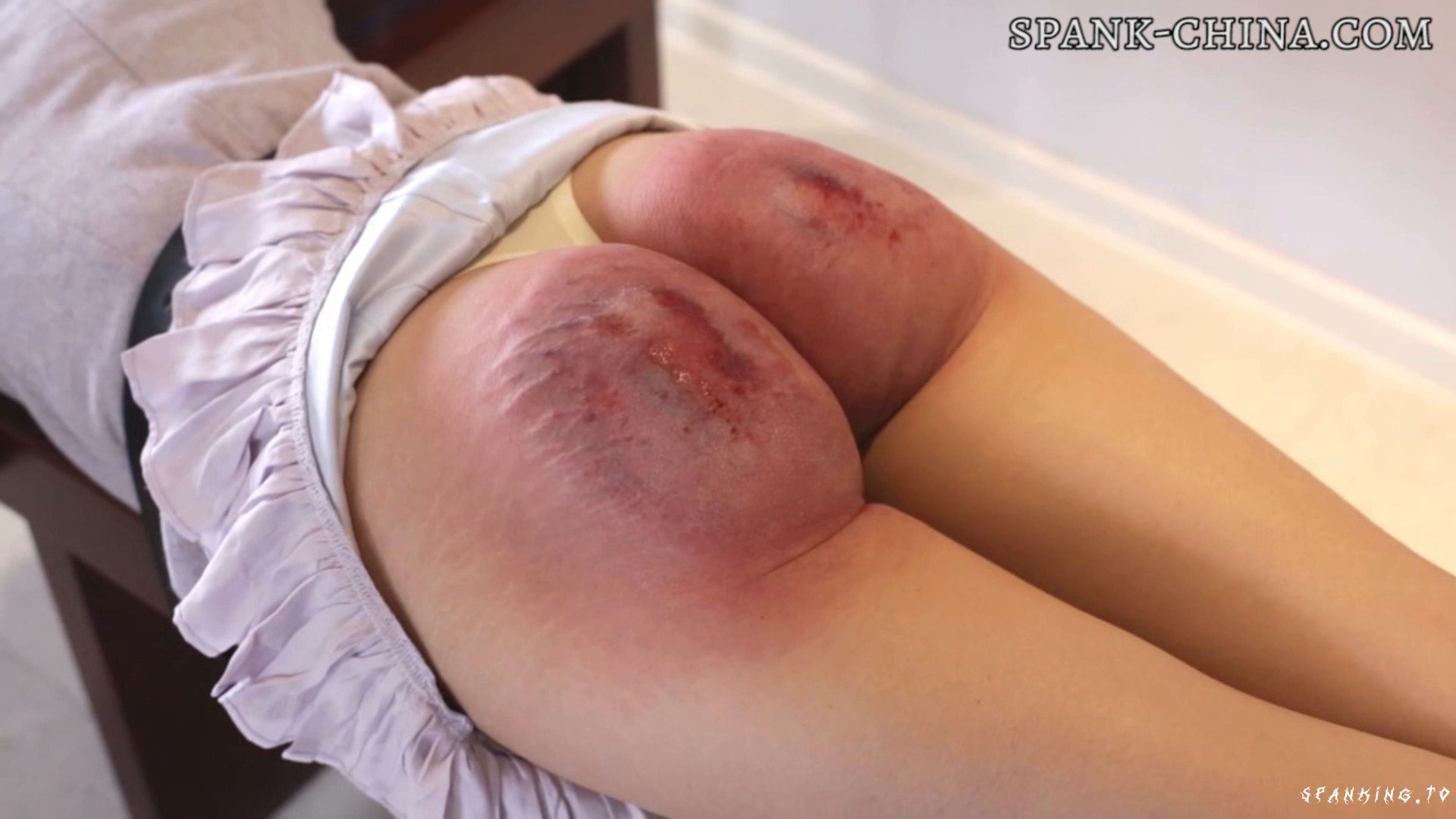 Chinese Ancient Corporal Punishment (huarong 20 Y.o.) - China-Spank - Full HD